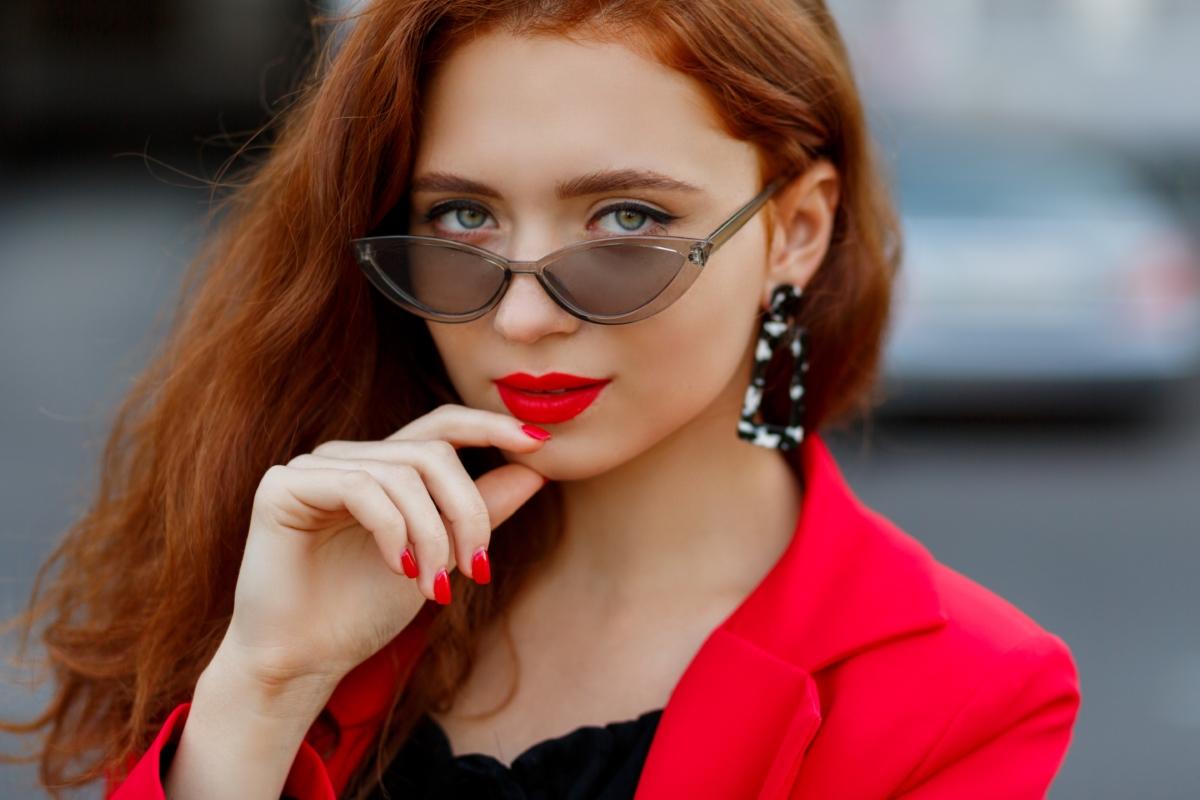 vestiti di rosso